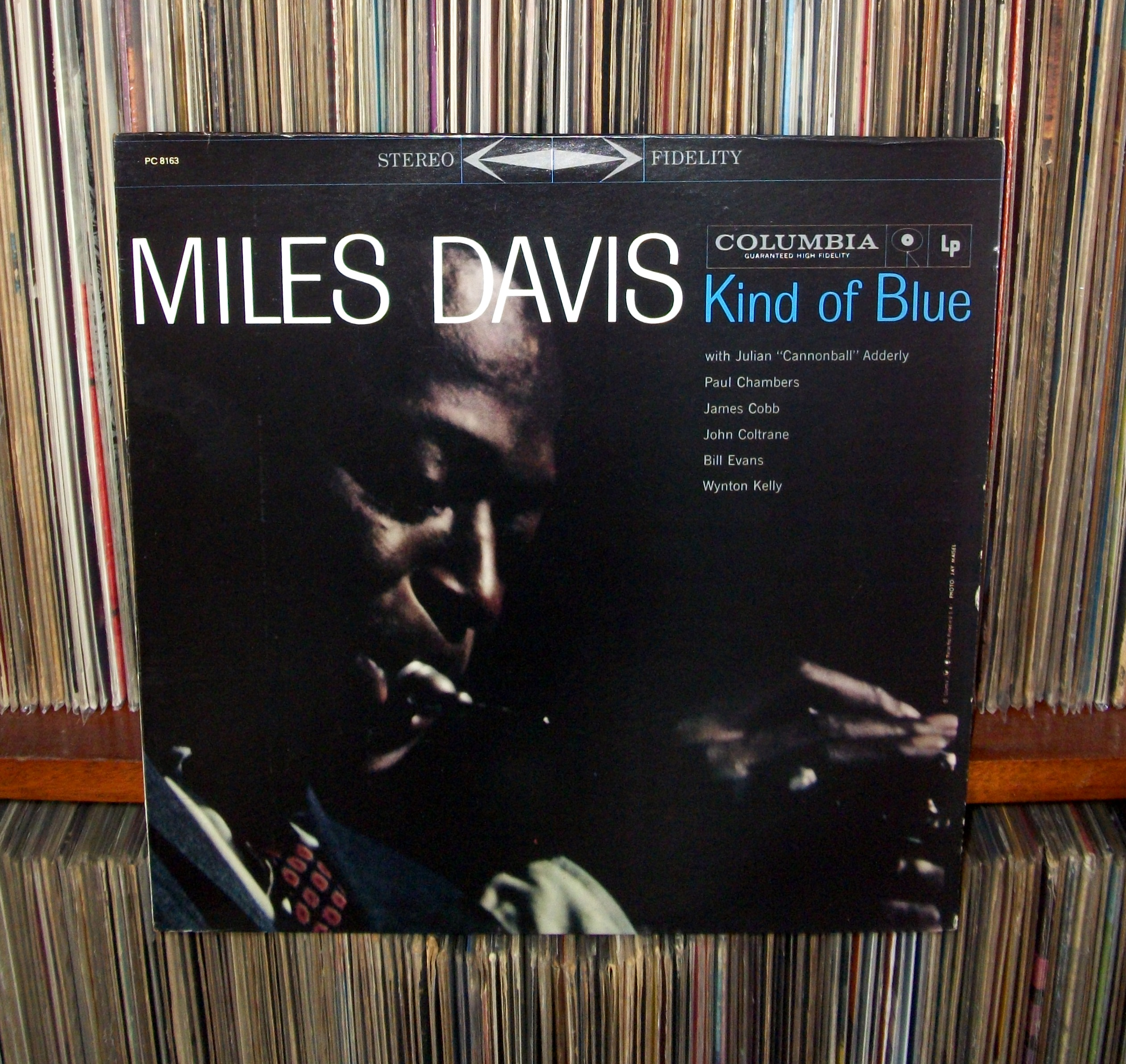 analysis miles davis kind blue Kind of blue brought together seven now-legendary musicians in the prime of their careers: tenor saxophonist john coltrane, alto saxophonist julian cannonball adderley, pianists bill evans and wynton kelly, bassist paul chambers, drummer jimmy cobb and, of course, trumpeter miles davis.
